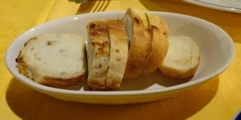 くるみとパプリカのパン.JPG