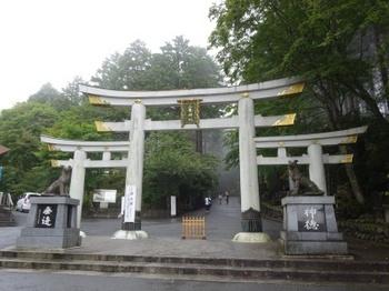 三峯神社鳥居.JPG